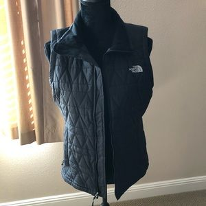 Beautiful North-face vest new without tags!